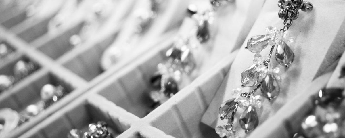 Kiedy powinniśmy unikać biżuterii